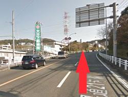 下郡の長い坂道を登っていきます。その際左側に「大分下郡病院」があります。