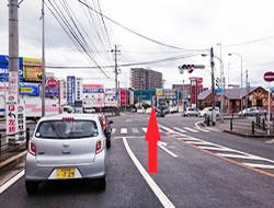 明野東交差点もそのまま真っ直ぐ進みましょう。